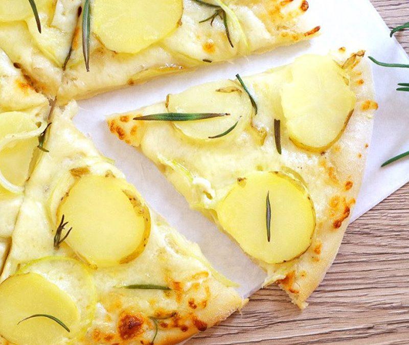 Pizza z młodymi ziemniakami i rozmarynem