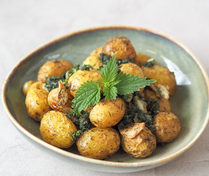 Pieczone ziemniaki z pokrzywą