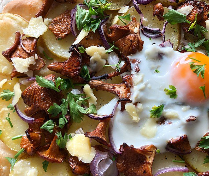 Pizza z ziemniakami i kurkami