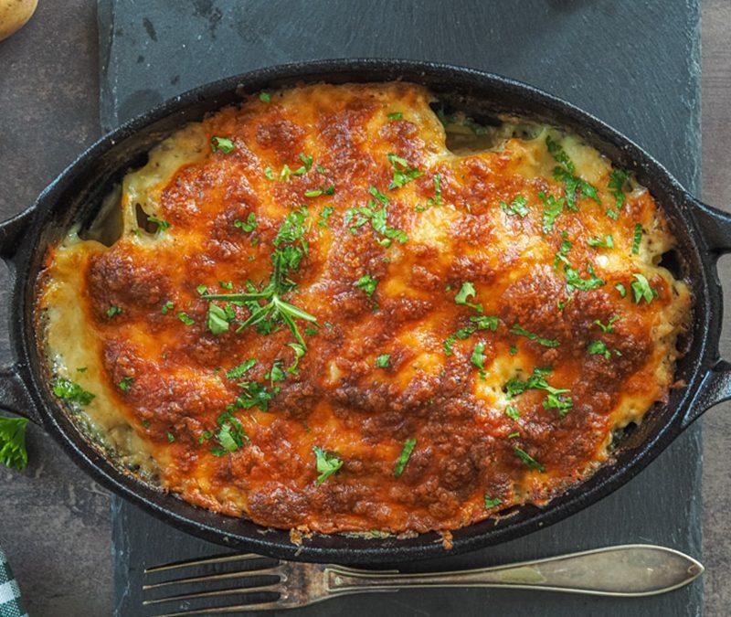 Casserole z rybą i ziemniakami z serową górą